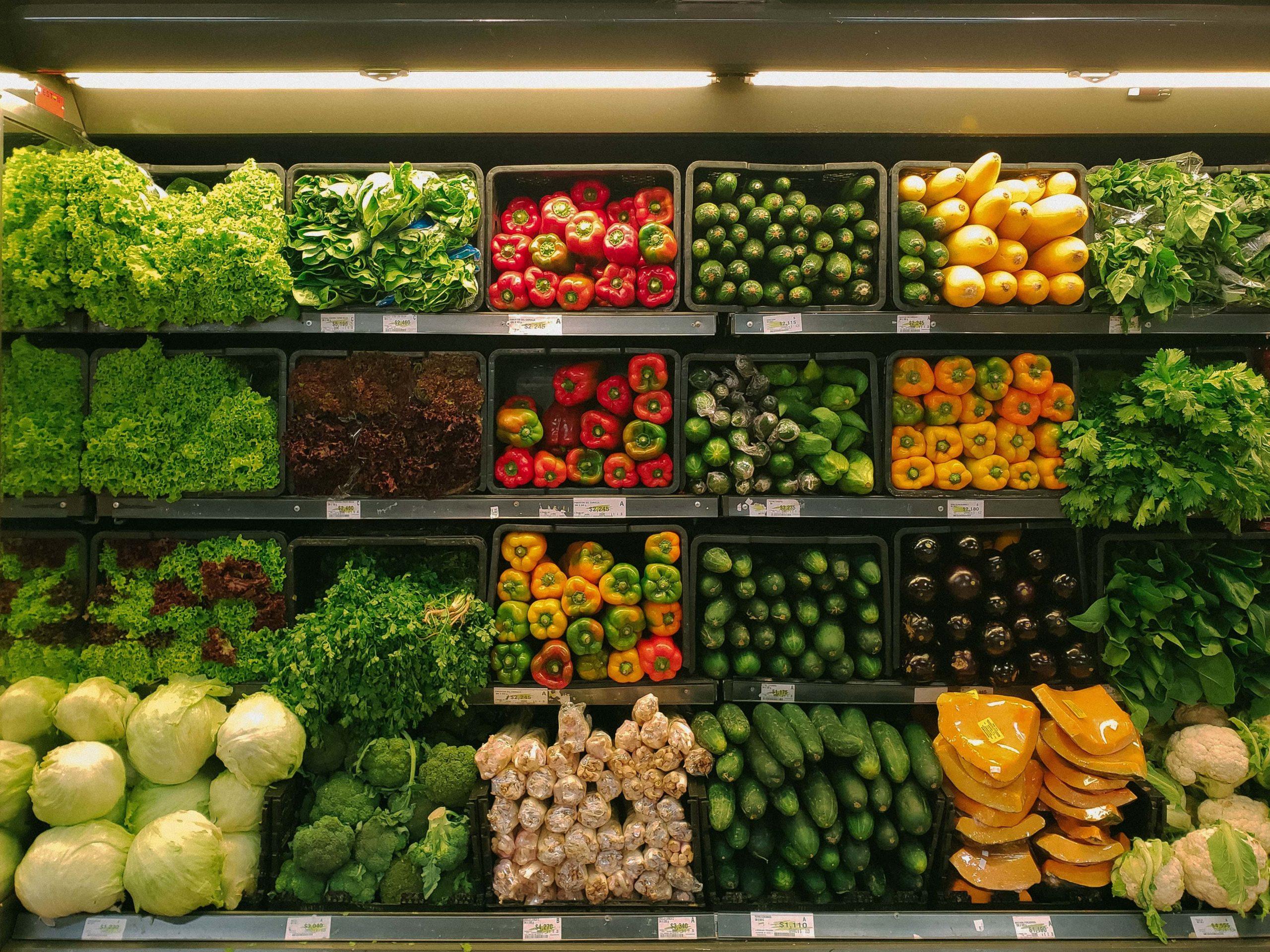 棚にならぶ野菜