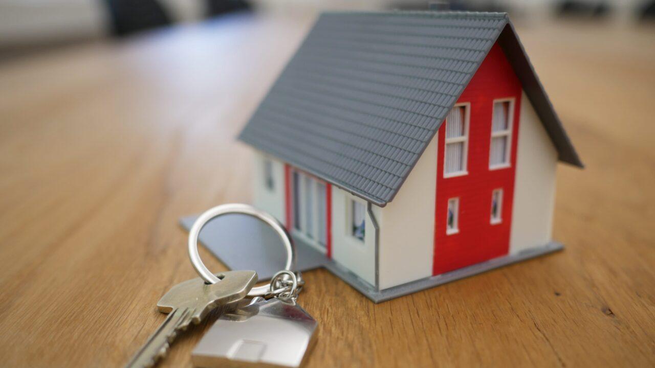 ミニチュアの家と鍵